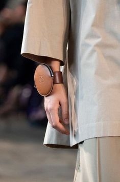 Loewe at Paris Fashion Week Spring 2019 - Details Runway Photos Choosing bags reported by Fashion Bags, Paris Fashion, Women's Fashion, Fashion Quotes, Fashion Ideas, Fashion Trends, Leather Accessories, Fashion Accessories, Daily Fashion