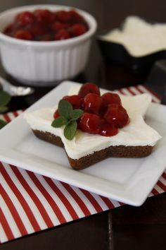 """Sweet Indulgences - Gingerbread Cookie Cheesecake from The Family Kitchen. Love the star shape. Pillsbury gingerbread mix for crust. """"The filling is a no-bake filling and can be made in the time it takes the cookie crusts to bake. We've topped ours with Christmas Sweets, Christmas Cooking, Noel Christmas, Xmas, Christmas Foods, Christmas Kitchen, Winter Christmas, Just Desserts, Delicious Desserts"""