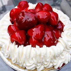 Fresh Strawberry Pie...Nom! #Pie #MarieCallenders