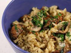 Pilaf de orez cu ciuperci Greek Rice, European Dishes, Romanian Food, Romanian Recipes, Pasta Carbonara, Western Food, Greek Recipes, Healthy Nutrition, Creative Food