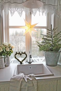 I think a lot of us love Scandinavian style decorating but I think it is especially beautiful for Christmas. vibeke design It's. Swedish Christmas, Shabby Chic Christmas, Christmas Kitchen, Noel Christmas, Scandinavian Christmas, Country Christmas, Simple Christmas, White Christmas, Christmas Photos