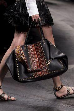 Valentino-spring-2016-handbags-fashion-show-the-impression-57