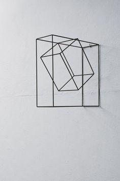 estructura colgante que no se sabe si es tridimensional o plana