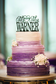 Cake by Lynda Farren. Image by Mike Cook Photography.