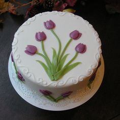 There are several means to place a finishing touch in your own cake decorating job. Employing these things allow you to liven up a plain cake. Gorgeous Cakes, Pretty Cakes, Amazing Cakes, Cake Icing, Cupcake Cakes, Festa Hotel Transylvania, Tulip Cake, Pretty Birthday Cakes, Single Tier Cake
