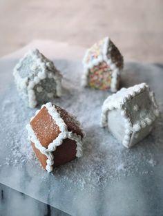 Mini gingerbread houses #mini #gingerbread #house #sprinkles #cute #recipe