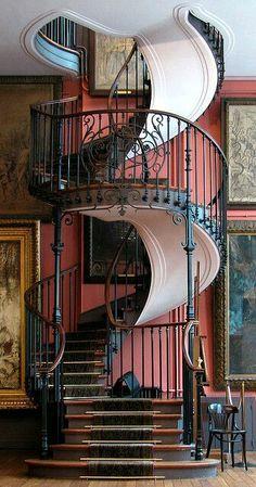 Hôtel-musée Gustave-Moreau (1852-1896) 14, rue de la Rochefoucauld Paris 75009. Le célèbre escalier.