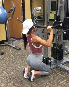 "9,564 aprecieri, 146 comentarii - Jill Christine (@jillchristinefit) pe Instagram: ""Boulda Shoulda Workout! My fav! I love using cables so much and realized I hadn't used them in a…"""