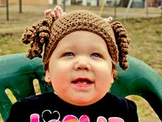 Ravelry: Little Miss Curly Q Beanie pattern by Amber Haskins    Isn't this the cutest hat?  $3.99 Ravelry pattern, size newborn to adult.
