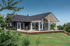 Klassisk sommerhus med unik beliggenhed og udsigt Home Technology, House Goals, Home Fashion, Cladding, Home Renovation, My House, Shed, Farmhouse, Exterior