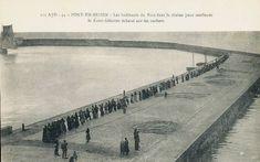 """Port en Bessin : chaîne humaine pour aider un bateau échoué (le """"Saint Sebastien"""")"""