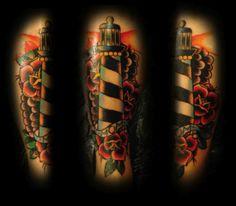 Tatuaje de un faro y una rosa roja