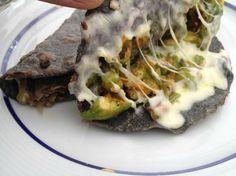 Quesadillas de maiz azul, con queso,salsa y flor de calabaza ¡¡¡ Mèx