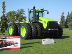 """Steiger - What a """"other green"""" monster! Big Tractors, Case Tractors, Vintage Tractors, Heavy Equipment For Sale, Mahindra Tractor, Caterpillar Equipment, Heavy Construction Equipment, Farm Boys, Heavy Machinery"""