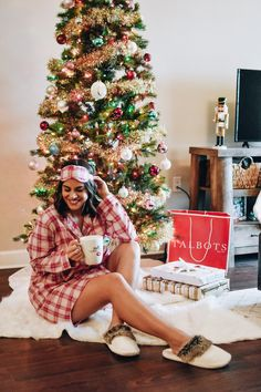 Spending the morning wrapping gifts and shopping the Friends & Family Event! These PJs are part of it and so comfortable! They are the perfect gift for your girlfriends, sisters, or anyone who loves a cozy & relaxing Saturday morning. Why Christmas, Christmas Hacks, Large Christmas Baubles, Christmas Tree Toppers, Christmas Candy, Christmas Decorations To Make, Gifts For Your Girlfriend, Your Girlfriends, Diy Eye Mask