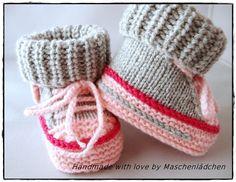 Babyschuhe  NovemberRemember von Maschenlädchen auf DaWanda.com Knit Baby Shoes, Knit Baby Dress, Knit Baby Booties, Knitted Baby Clothes, Baby Boots, Knitting For Kids, Baby Knitting Patterns, Crochet For Kids, Knitting Socks