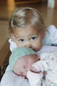 newborn + toddler pictures, sister photos