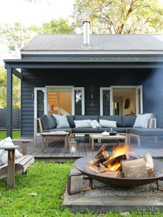 Idea for our fire pit - Great looking outdoor patio with firepit - Wallara Pearl Beach designed by Connor + Solomon Architects (New Zealand) Fire Pit Patio, Diy Fire Pit, Outdoor Fire, Outdoor Areas, Outdoor Rooms, Outdoor Living, Fire Pits, Deck With Fire Pit, Fire Pit Base
