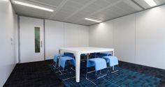 Salle de réunion dans les locaux de FM Global à Paris, France