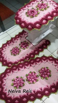 Discover recipes, home ideas, style inspiration and other ideas to try. Crochet Kitchen, Crochet Home, Crochet Crafts, Crochet Doilies, Crochet Projects, Knit Crochet, Crochet Flower Patterns, Crochet Flowers, Bathroom Crafts