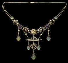 Gold, chalcedony & amethyst 40.00cm wide 8.00cm high (15.75 inches wide 3.15 inches high) The Apollo Necklace is superb & well-documented.  This necklace was a gift to Lady Llewellyn-Smith