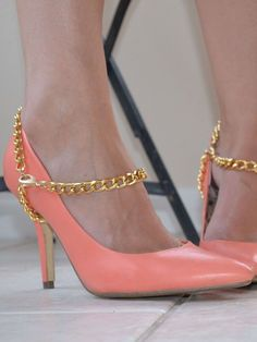 DIY Copycat Sass Bide Heel Harnesses made with curb chain. These would be fabulous over a pair of boots.