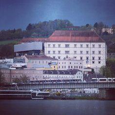 #schlossmuseum #lnz #linz #austria #linzpictures #museum #skyline #art #kunst #modern #citylife #schlossberg #downtown  #sunday #tourism #travel #igerslinz #instaphoto