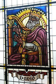Glasfenster aus dem späten Jugendstil in der Pfarrkirche Drasenhofen. Eigentlich ein barocker Bau, gestiftet von den Trautson, wurde die Kirche in den späten 1920er Jahren komplett umgebaut. Spiderman, Superhero, Fictional Characters, Baroque, Art Nouveau, History, Spider Man, Fantasy Characters