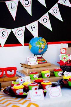 Utiliza tu globo terrestre para decorar la mesa de tu fiesta vuelta al cole… / Use your glob to decorate the table at your back-to-school party