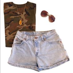 "Vintage 512 Levi's shorts. Slim fit. Hipster Vintage 512 Levi's shorts.  Tagged size 5 jr.  27"" waist. 36"" hip. 2.5"" inseam. Light-medium wash. Pair with camo and/or grunge flannel for a great festival outfit. Boho. Grunge. Stagecoach. Levi's Shorts Jean Shorts"