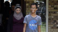 Após ser preso por construir um relógio e mostra-lo na escola, Ahmed Mohamed, de 14 anos, conquistou grandes nomes do Vale do Silício