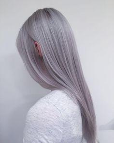 diamond grey ✨ what a fun day! with ❤️ from @olaplex . for the sweet @scarlett.westerduin #olaplex #hairbyayleen #white #grey #blonde #wella #blondor #illumina #diamondgrey