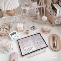 Desk Organisation Student, Desk Organization, Dorm Room Themes, Room Ideas Bedroom, Study Cafe, Study Room Decor, Cute Desk, Pastel Room, Desk Inspiration