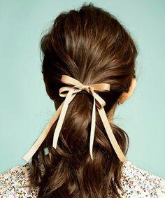 正しい結び方をマスターすれば、ファッションやヘアアレンジ、靴紐、ベルトなどにも応用できます。苦手意識がある方も、この機会にぜひ覚えてみてください♪