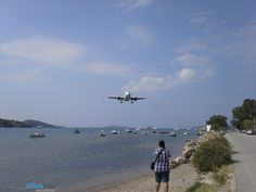Aterizarea si decolarea unui Airbus A318 TAROM la Skiathos, Grecia | Airlines Travel Flight Reservation, Skiathos, Airline Travel, Video, Fighter Jets, Aircraft, Europe, Greece, Italy