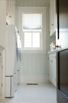 Country Chic Cottage Design - Home Bunch Interior Design Ideas Mudroom Laundry Room, Laundry Room Organization, Laundry Room Design, Laundry In Bathroom, Peach Bathroom, Laundry Area, Small Laundry, Bathroom Sets, Small Bathroom