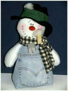 snowman crafts - LOVE this little guy! You can do a military themed one by using old BDUs too Christmas Projects, Christmas And New Year, Winter Christmas, Holiday Crafts, Sock Snowman, Snowman Crafts, Snowman Wreath, Reindeer, Jean Crafts