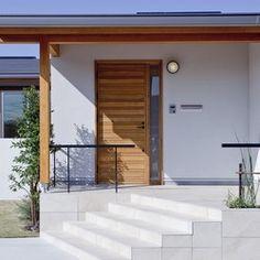 和と北欧の融合 平屋の家の建築事例写真 Garage Doors, New Homes, Gallery, Outdoor Decor, Laundry, House, Home Decor, Laundry Room, Decoration Home