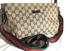 Gucci crossbody bag in like new condition #gucci #guccicrossbody #guccibag #guccihandbags #guccigang # Gucci Handbags, Handbags Michael Kors, Purses And Handbags, Gucci Gang, Gucci Crossbody Bag, Michael Kors Black, Louis Vuitton Damier, Kate Spade, Beige