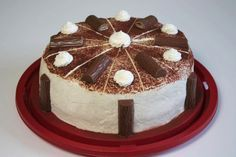 Das Rezept von der Duplo-Torte passt zu vielen Gelegenheiten und ist was für Menschen, die es gerne üppig mögen.