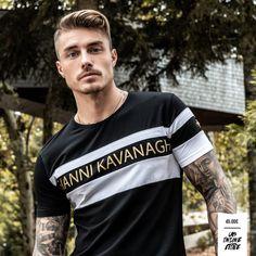 Casual T Shirts, Boys T Shirts, Tee Shirts, Men Casual, Urban Fashion Women, Mens Fashion, Johnny Edlind, Streetwear Online, Poses For Men