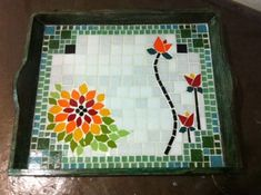 Tray or stepping stone design Mosaic Tray, Mosaic Glass, Mosaic Tiles, Mosaic Crafts, Mosaic Projects, Mosaic Flowers, Mosaic Madness, Mosaic Garden, Sand Art