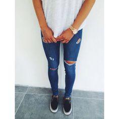 White tshirt. Jeans.