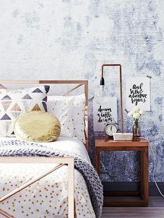 Lag din egen stilige kobberlampe - alt du trenger er kobberrør, ledning og lampeoppheng. http://www.rom123.no/gj%C3%B8r-det-selv/lag-din-egen-kobberlampe/
