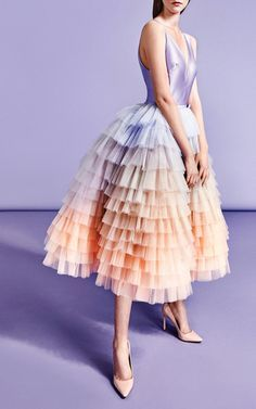 Get inspired and discover Viktor & Rolf SOIR trunkshow! Shop the latest Viktor & Rolf SOIR collection at Moda Operandi. Viktor & Rolf, Looks Party, Style Haute Couture, Moda Chic, Evening Dresses, Formal Dresses, Mini Dresses, Cocktail Gowns, Costume