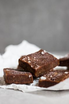 This raw vegan fudge is the quickest fix for your afternoon chocolate cravings! Packed with good fat from ...
