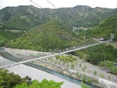 十津川を眼下に二つの山を結ぶ「谷瀬の吊り橋」。長さ297メートル・高さ54メートルもある巨大な橋です! Bridge, Bridges, Attic, Bro