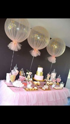 Baby Shower Decorations Balloons wrapped in tulle for party decor Deco Baby Shower, Shower Party, Baby Shower Games, Baby Shower Parties, Baby Shower Table Set Up, Shower Cake, Balloons For Baby Shower, Shower Favors, Tulle Baby Shower