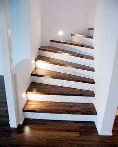 Parkett lépcsőburkolataink - modullepcso.honlapepito.hu Staircase Design Modern, Staircase Railing Design, House Staircase, Home Stairs Design, Modern Stairs, Staircase Lighting Ideas, Stairway Lighting, Modern Tv Room, Wooden Staircases