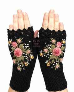 Home Accents - Knitted Fingerless Gloves Black Roses Rose Pastel Pink Home Accents - My gloves from etsy nbGlovesAndMittens - Black Gloves With Pink Roses And Bees, . Fingerless Gloves Knitted, Crochet Gloves, Hand Knitting, Knitting Patterns, Crochet Patterns, Purple Accessories, Accessories Online, Rose Pastel, Rosa Rose